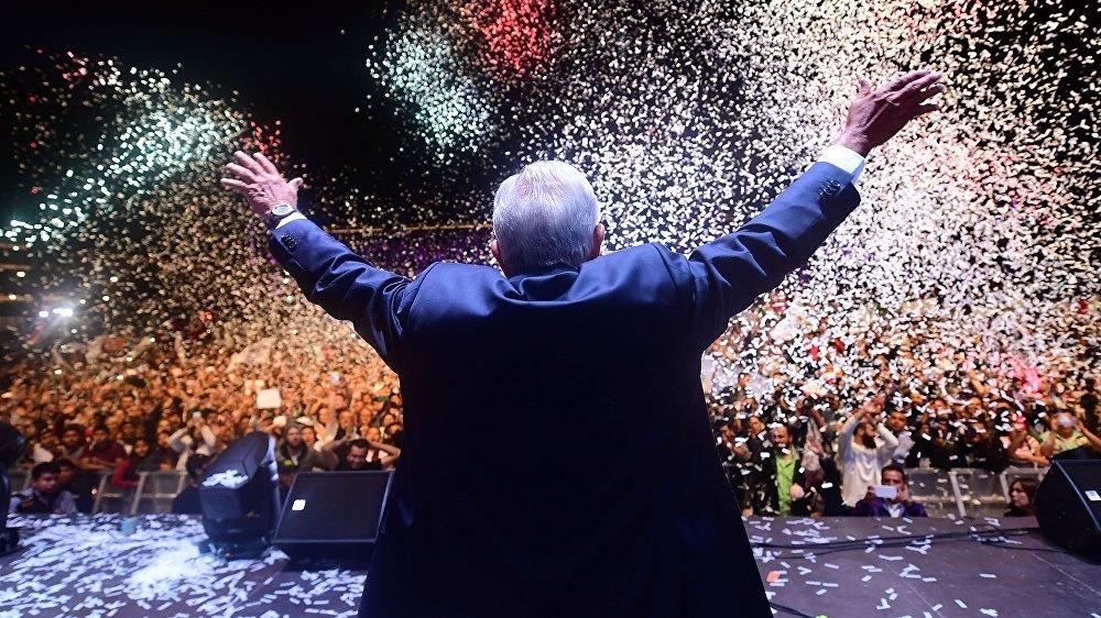 El 1 de julio el candidato de la coalición 'Juntos Haremos Historia', Andrés Manuel López Obrador, venció en las elecciones presidenciales de México con el 53% de los votos. AMLO, como es popularmente conocido, asumió el puesto el 1 de diciembre como el primer presidente de izquierda en la historia reciente de México.