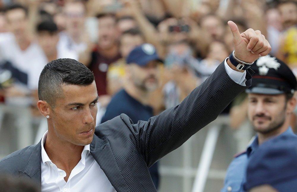 El astro del fútbol mundial Cristiano Ronaldo, dejó la camiseta del Real Madrid para ponerse la del club italiano Juventus el 16 de julio.
