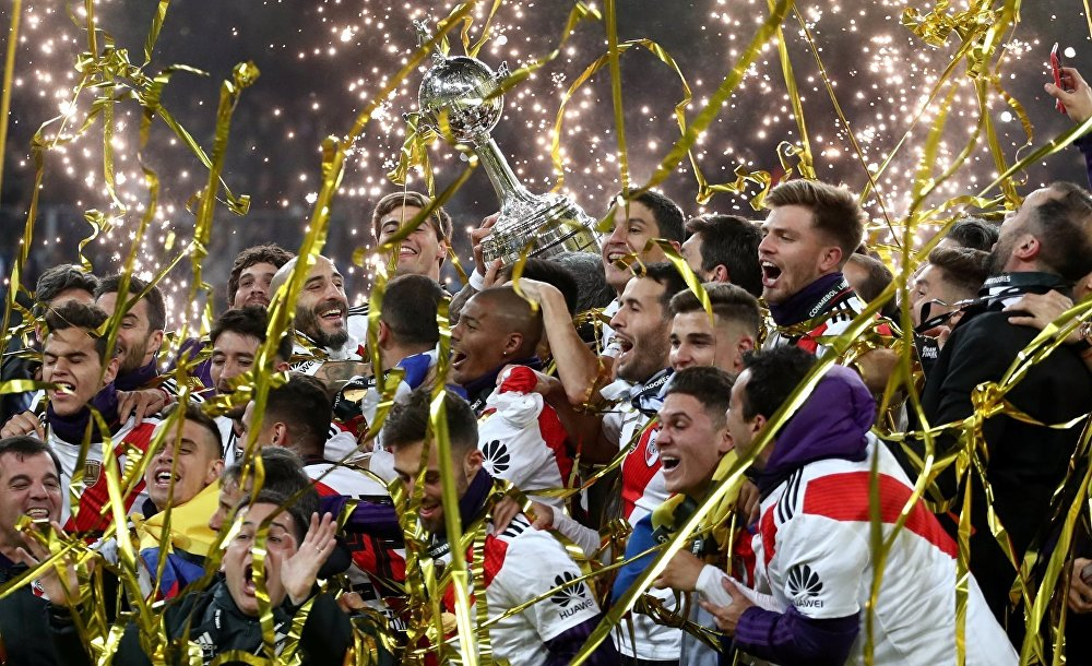 El 9 de diciembre, el equipo argentino River Plate obtuvo su cuarta Copa Libertadores en una sufrida final contra su archirrival, el también argentino Boca Juniors. El máximo título sudamericano tuvo que disputarse en el estadio madrileño Santiago Bernabéu, después de varias alteraciones en el calendario por mal tiempo e incidentes con los fanáticos.