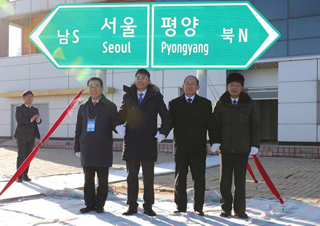 La ceremonia de apertura de la conección ferroviaria entre las dos Coreas