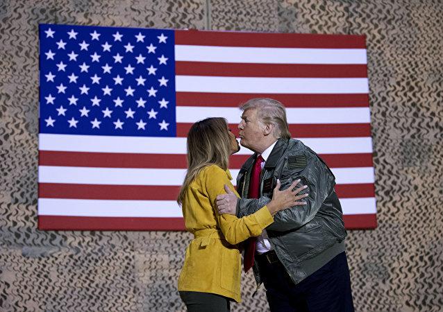 Los Trump se saludan en Irak