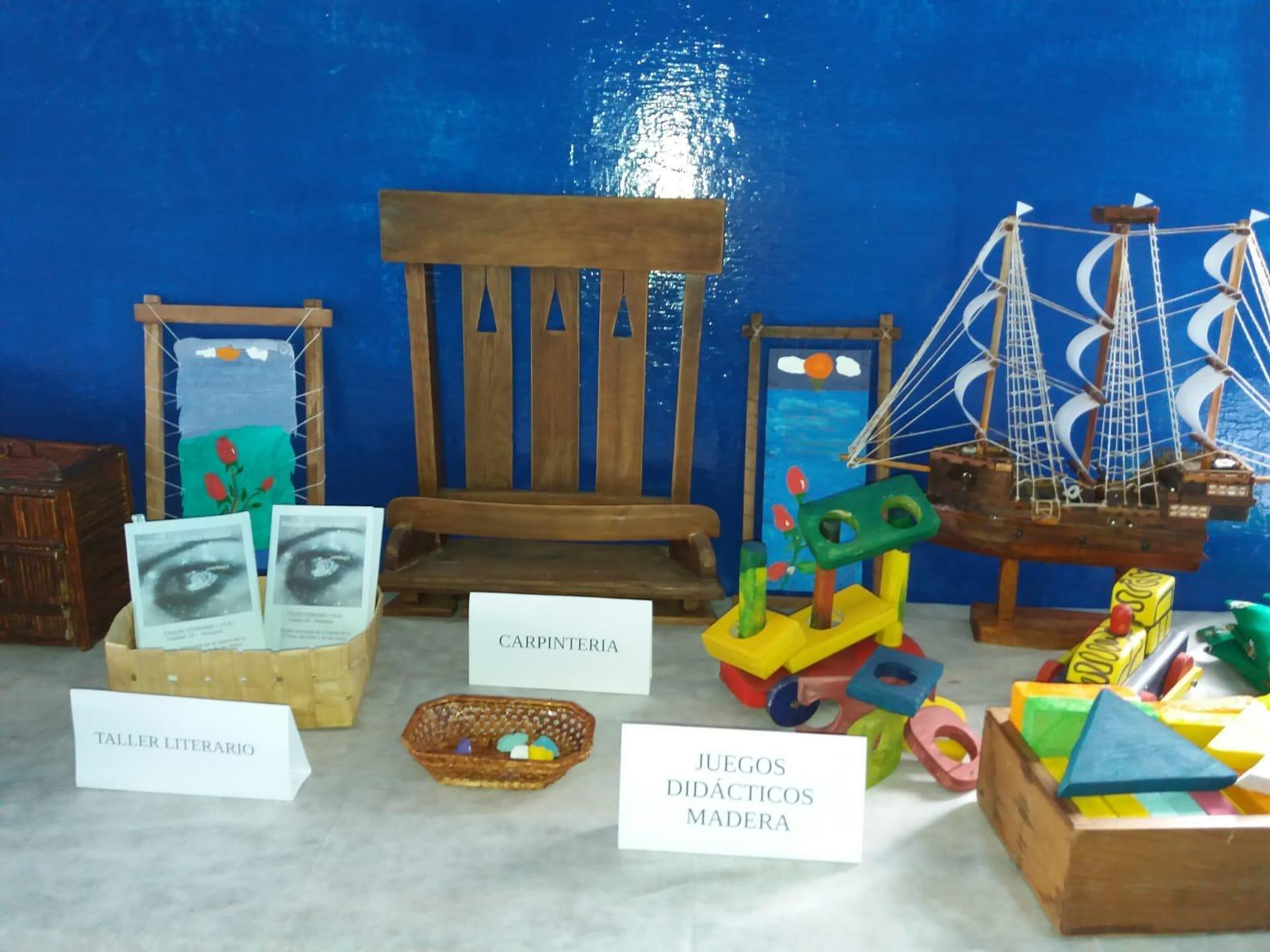 Artesanías y objetos elaborados por personas privadas de libertad en la Unidad N° 18 del Instituto Nacional de Rehabilitación de Uruguay