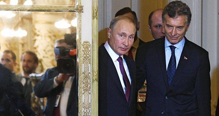 Presidente de Rusia, Vladímir Putin, con su par argentino, Mauricio Macri