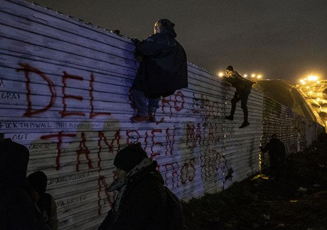 Inmigrantes indocumentados en la frontera entre México y EEUU