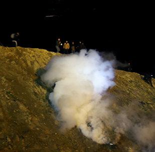 Las fuerzas de seguridad de EEUU emplean gas lacrimógeno para impedir el paso de migrantes