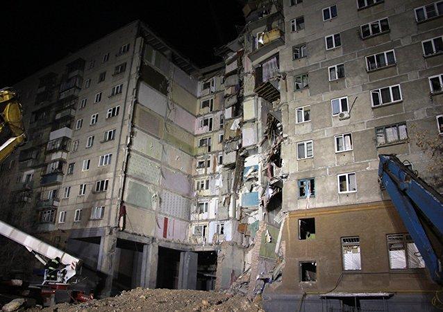 Los restos del edifio derrumbado en Magnitogorsk, Rusia