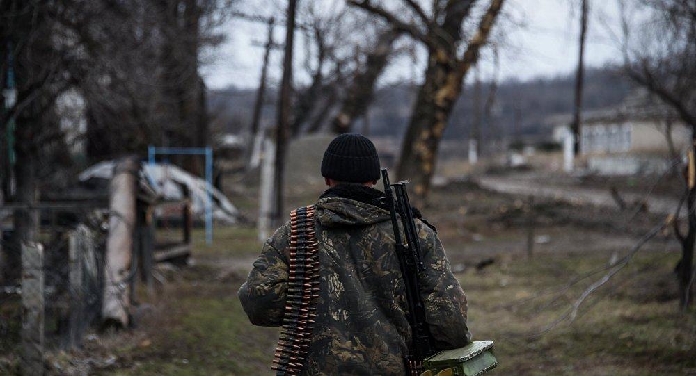 Miliciano de Donbás cerca de Lugansk (archivo)