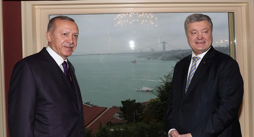El presidente turco, Recep Tayyip Erdogan, y su homólogo ucraniano, Petró Poroshenko