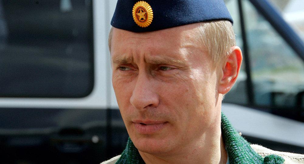 El presidente Vladímir Putin en el aeródromo Chkalovski en 2005