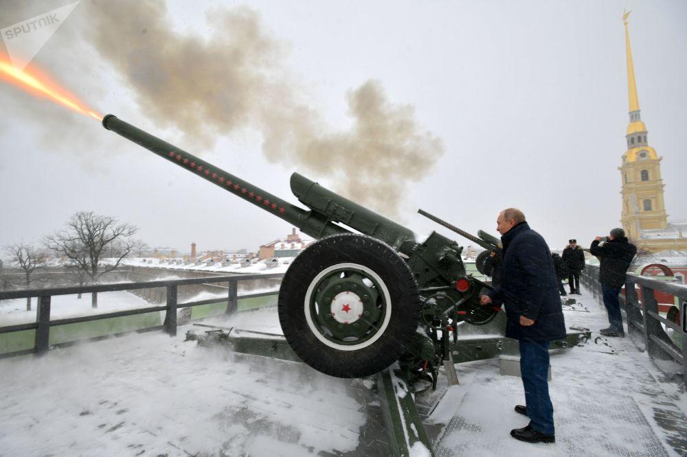 Putin visita San Petersburgo el día de la Navidad ortodoxa