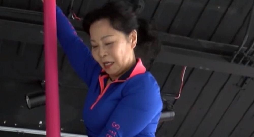 Dai Dali es una china de 73 años que logró demostrar que la edad no es un obstáculo para el baile en barra.