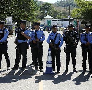 La policía de Honduras en la frontera con Guatemala