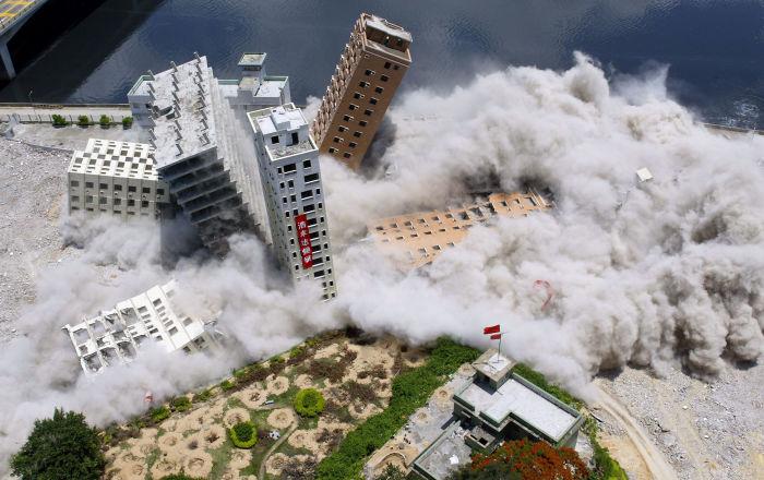 Fuerza destructiva a gran escala: cómo son derribados los edificios y puentes