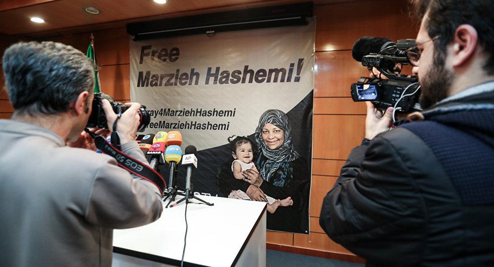 Una pancarta a favor de liberación de la periodista iraní Marzieh Hashemi
