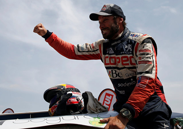 El piloto chileno Francisco López Contardo tras vencer en el Rally Dakar 2019
