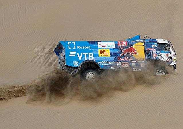 Equipo de Kamaz-Master bajo el mando del piloto ruso Eduard Nikoláev durante el Rally Dakar 2019