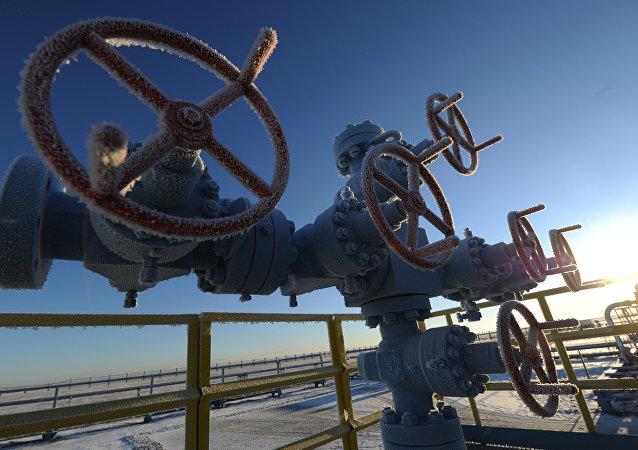 Tuberías situadas en un yacimiento de gas de Rusia (archivo)