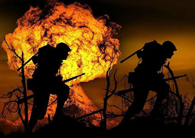 Una explosión y dos soldados