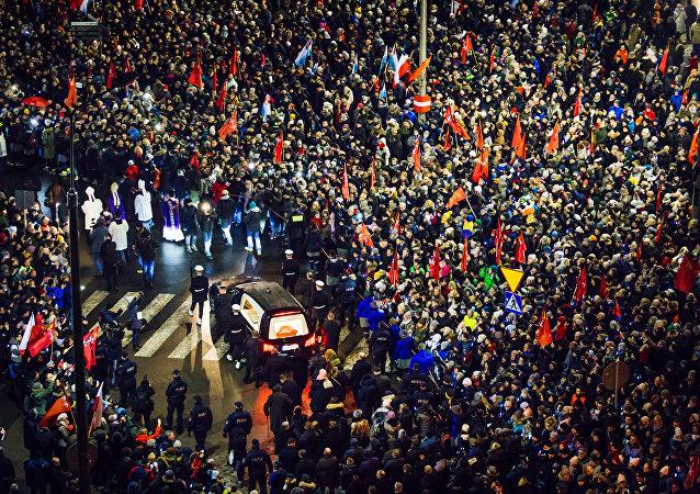 El último homenaje al alcalde asesinado en Polonia