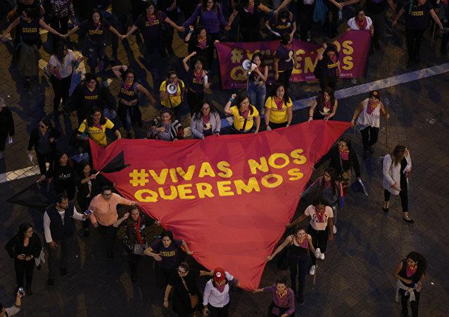 Marcha contra violencia de género en Quito