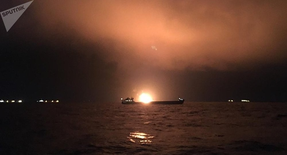 Incendio en un buque en el estrecho de Kerch