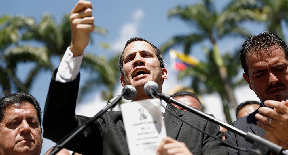 Fiscalía de Venezuela pide que se prohíba a Guaidó salir del país