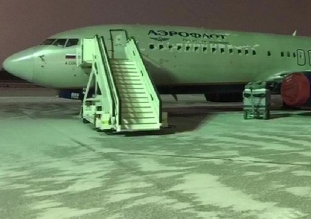 El avión de Aeroflot secuestrado por Pável Shapoválov, después de aterrizar en Janti-Mansisk