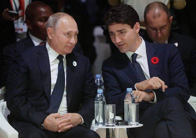 El presidente ruso, Vladímir Putin, y su homologo canadiense, Justin Trudeau, en las conmemoraciones del centenario del fin de la Primera Guerra Mundial, en París