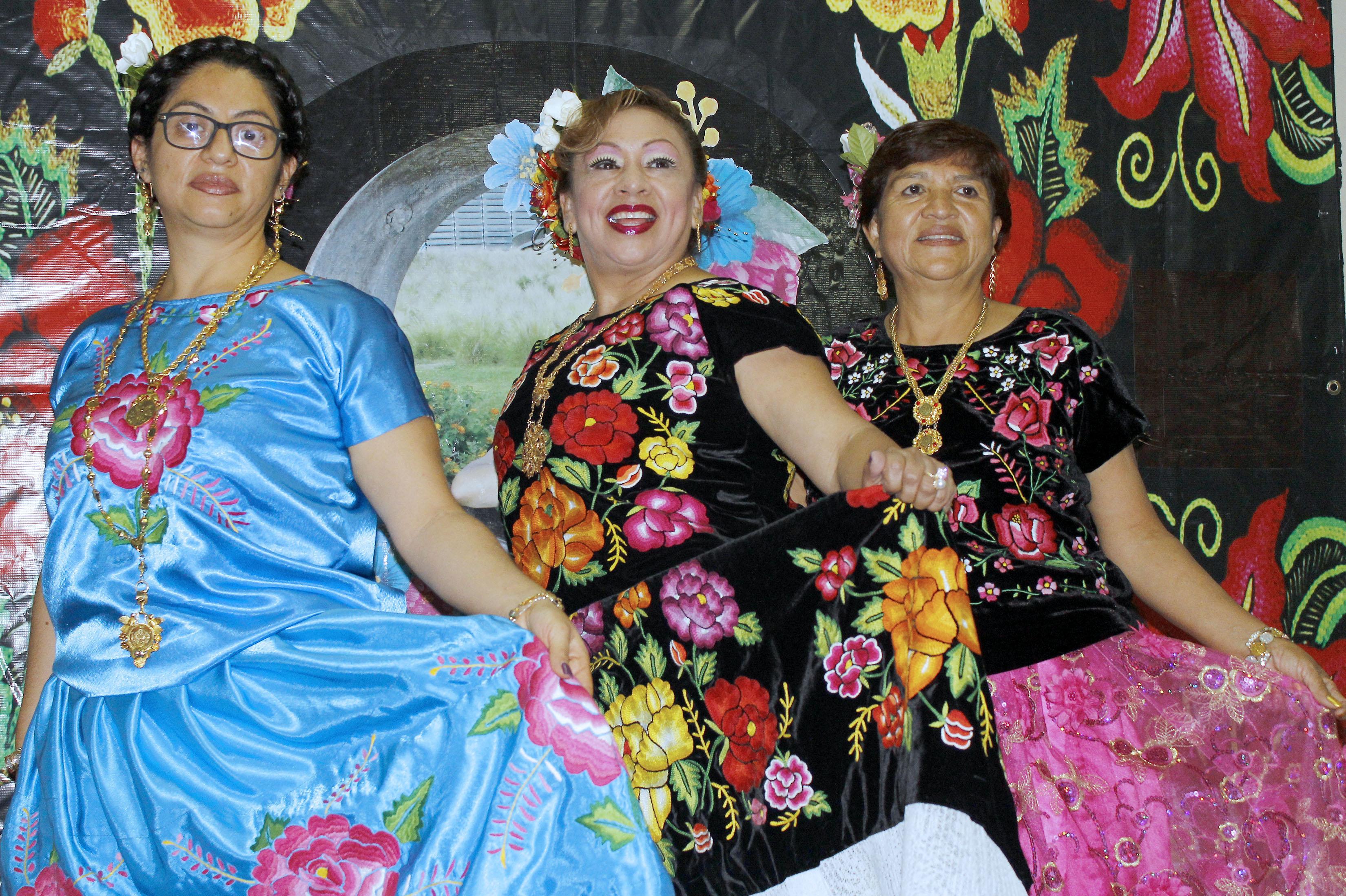 Las mujeres en los vestidos zapatecos