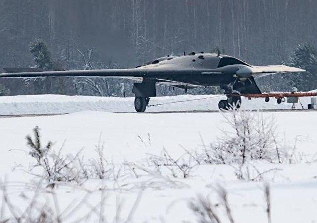 Dron de ataque ruso S-70 Ojotnik