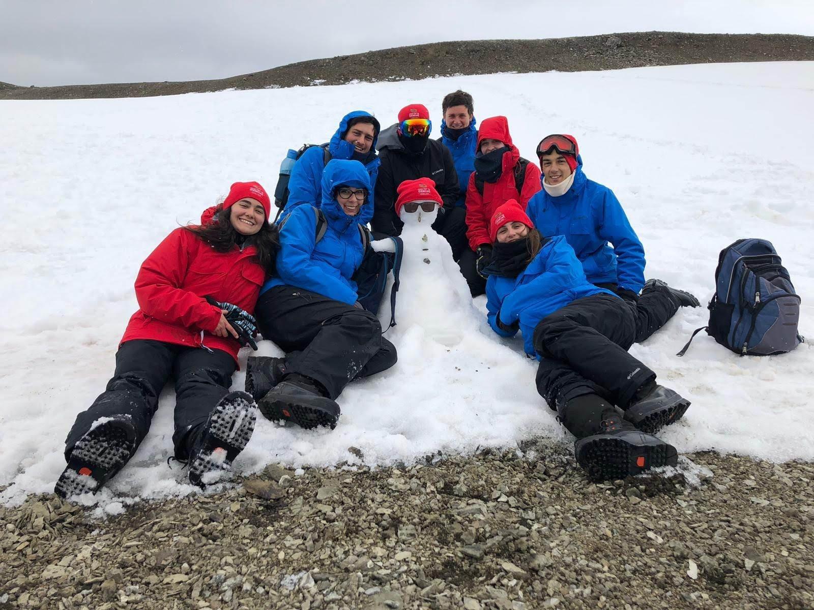 Grupo de estudiantes de la Facultad de Ciencias de la Universidad de la República que viajó a la Antártida en 2019