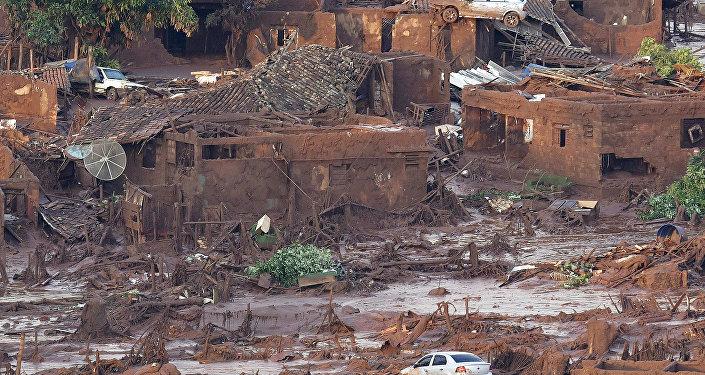 Consecuencias de la ruptura del dique con residuos en Brasil (archivo)