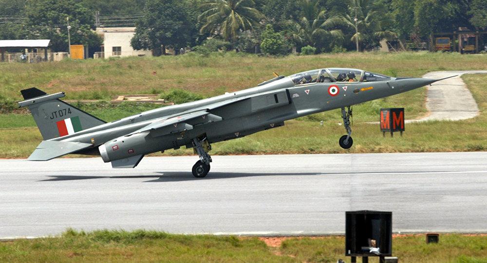 Un avión de combate Jaguar de la Fuerza Aérea India
