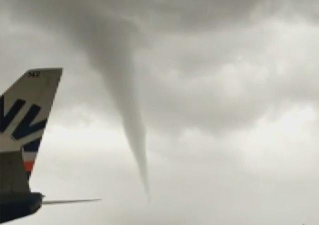 Devastador tornado golpea el aeropuerto turco de Antalya