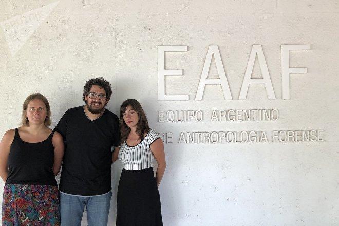 De izquierda a derecha: Nuri Quinteiro, Carlos Rojas Surraco, Mariella Fumagalli, integrantes del Equipo Argentino de Antropología Forense