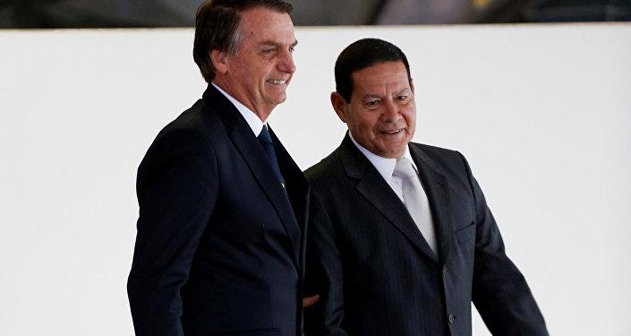 El presidente de brasil, Jair Bolsonaro, y el vicepresidente del país, Hamilton Mourao