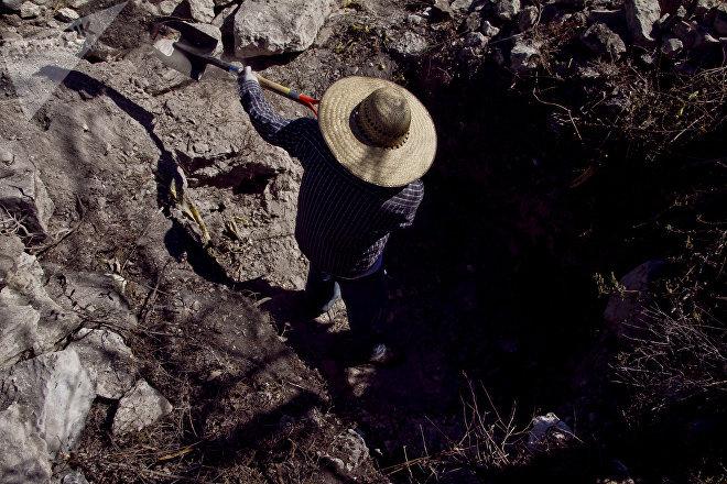 Chilpancingo, Guerrero. Miguel Trujillo localiza una fosa clandestina en la cuarta Brigada Nacional de Búsqueda de Personas Desaparecidas.