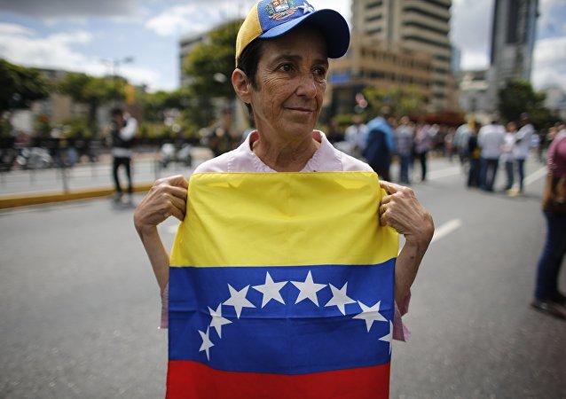Una manifestante en Caracas