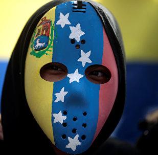Una máscara con la bandera de Venezuela
