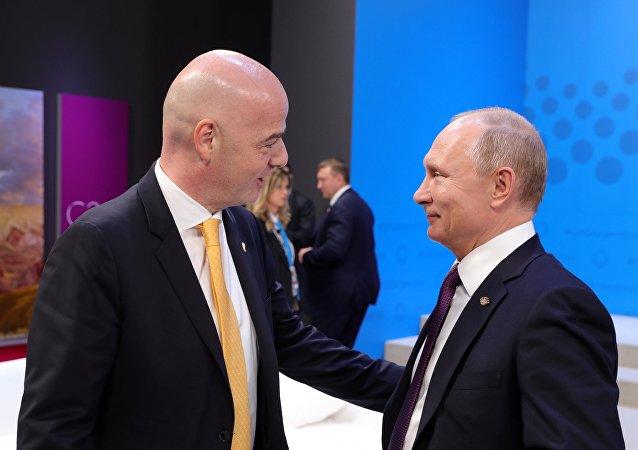 El presidente de la FIFA, Gianni Infantino, y el presidente de Rusia, Vladímir Putin