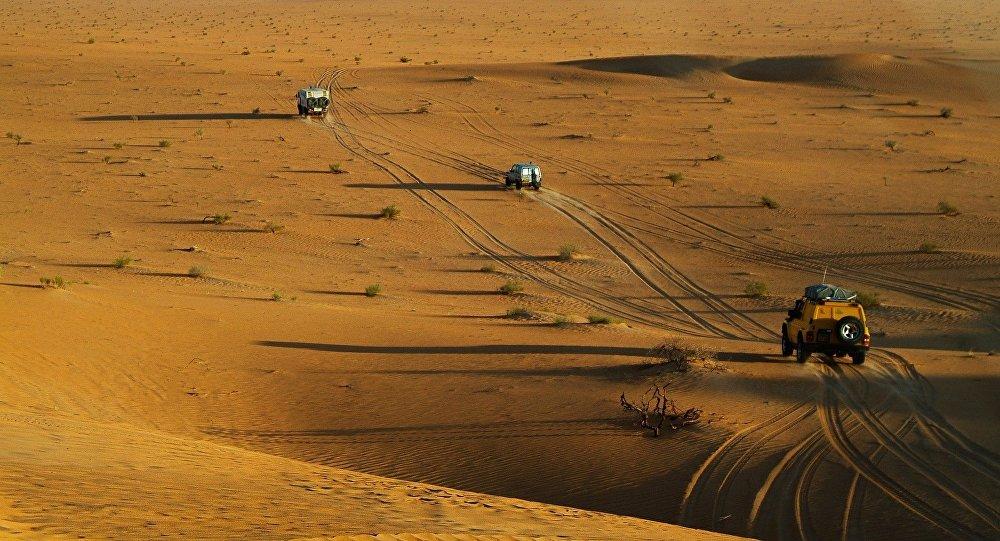Automóviles en el desierto del Sahara