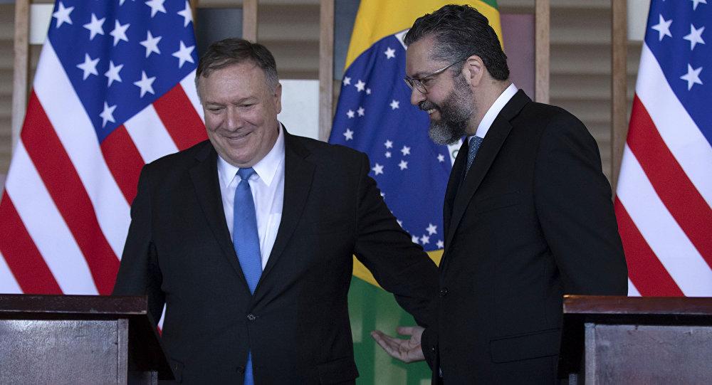 El secretario de Estado de EEUU, Mike Pompeo, y el ministro de Relaciones Exteriores de Brasil, Ernesto Araujo