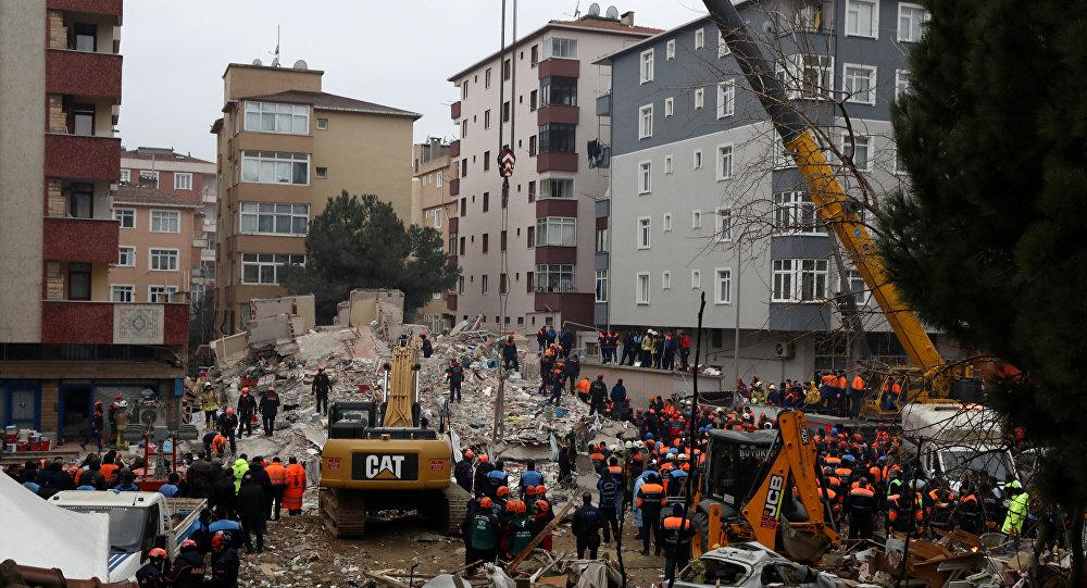 Colapso de un edificio en Estambul