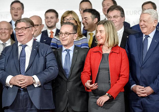 Los ministros de Exteriores de la Unión Europea y la Alta Representante de la UE, Federica Mogherini (en el centro)