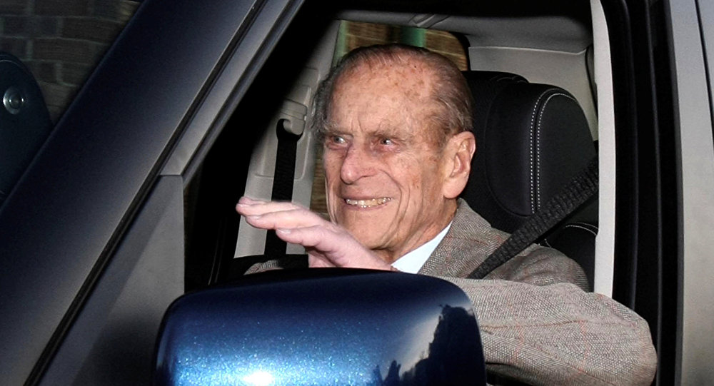 El príncipe Philip en un coche