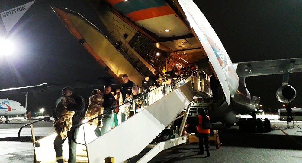 Niños rusos llegan a Moscú desde Irak