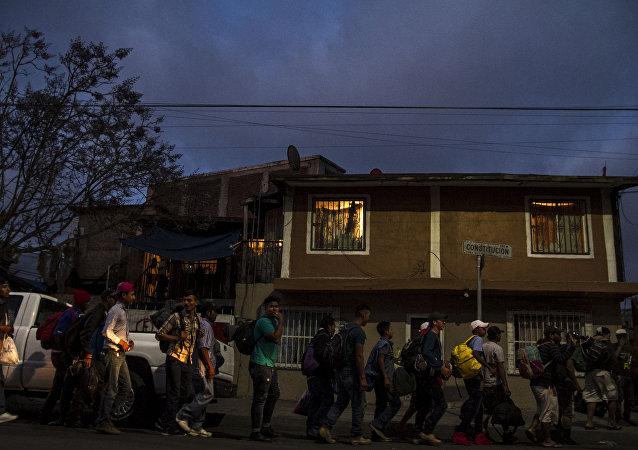 Caravana de migrantes llegando al albergue Juventud 2000, en Tijuana, Baja California, México
