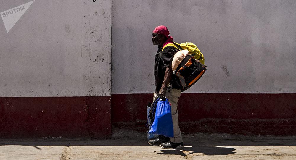 Un migrante cerca del albergue en México (imagen referencial)