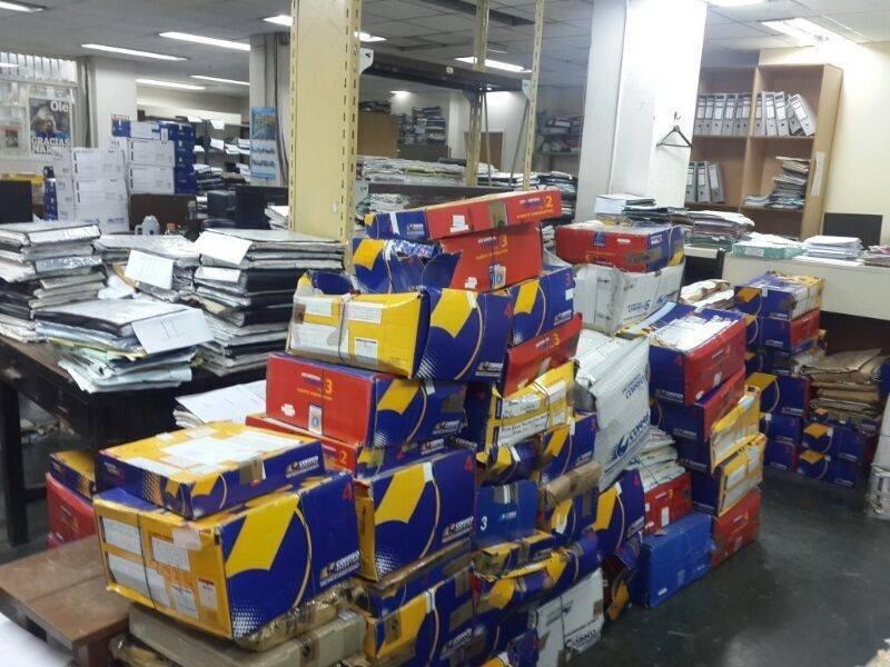 Cajas de expedientes apilados y abandonados en el edificio de la Cámara Federal de Casación Penal en Buenos Aires, Argentina