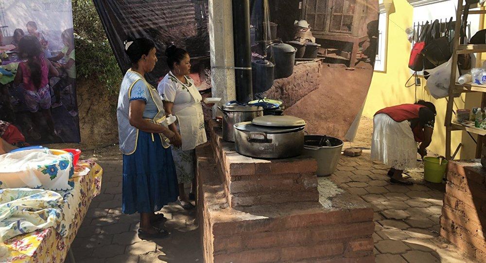 Un grupo de cocineras indígenas